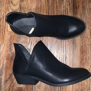 Black ankle booties NWOT